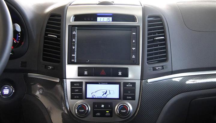 2011款 进口现代新胜达 2.4l 至尊版 两驱 7座 中控台