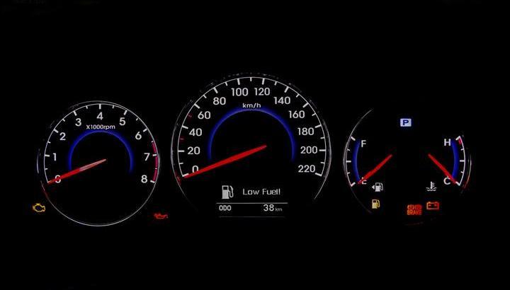 2011款 进口现代新胜达 2.4l 至尊版 两驱 7座 仪表盘背光显示