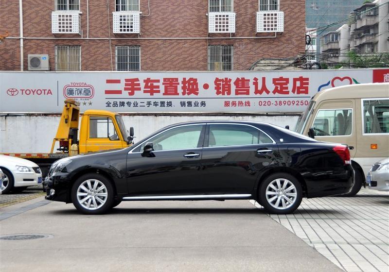 一汽丰田 皇冠 2011款 v6 2.5 royal 真皮天窗特别版
