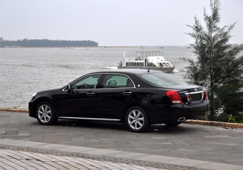 一汽丰田 皇冠 2010款 v6 3.0 royal saloon vip