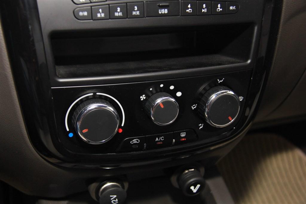 五菱宏光v中控台空调控制键图片