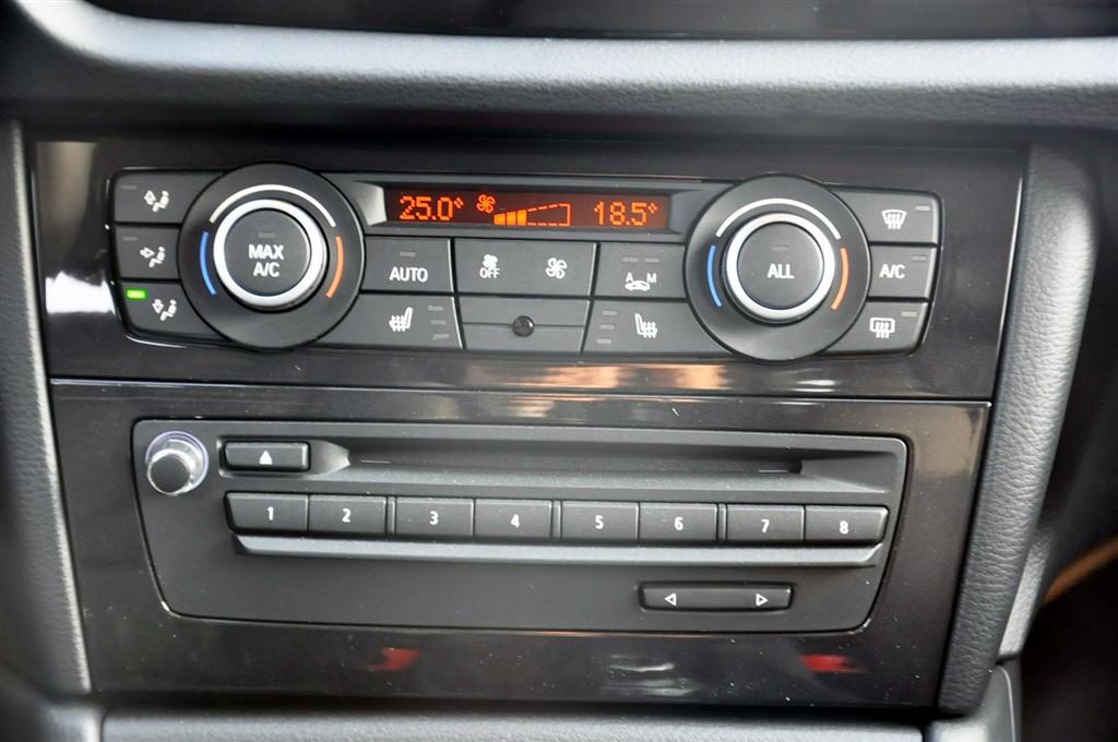 宝马x1中控台空调控制键
