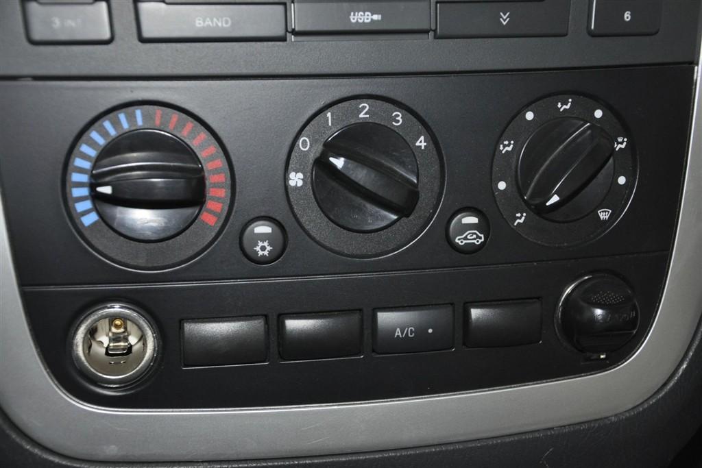 蒙派克e中控台空调控制键