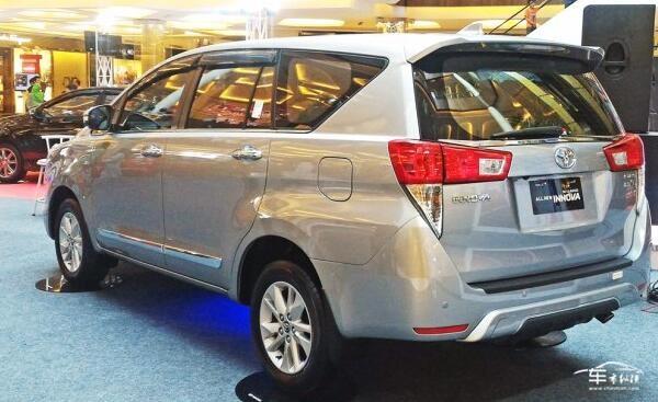 从专利图来看,这款车即目前在印尼,印度和菲律宾等国家在售的第二代车
